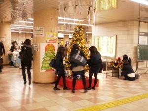 地下鉄のある駅のツリー