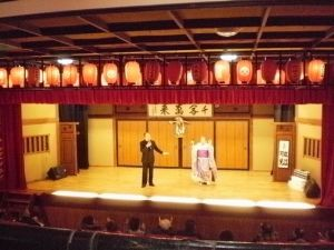 昨年大阪通天閣下の地下劇場で見たなあ・・・
