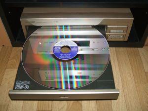 絵が出るレコード・・・光り輝くレーザーディスク・・・