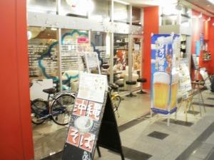 万松寺ビル1階(「にらい」の向かいね!)にあるOkinawa Cafe