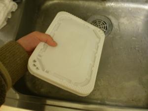 日清カップ焼きそば 量鼎天炒面(リャンディンティェンチャオミェン) 入れたお湯を捨てるのだ