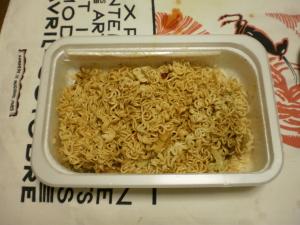 日清カップ焼きそば 量鼎天炒面(リャンディンティェンチャオミェン) 混ぜて完成