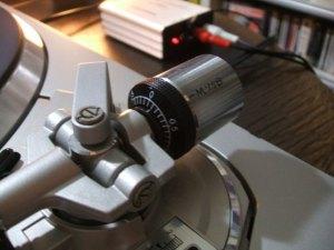 Technics SL-QX300P トーンアーム バランスウェイトを目一杯支点側に寄せたとこ