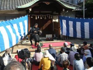 大須浅間神社前 獅子舞をやっていた・・・