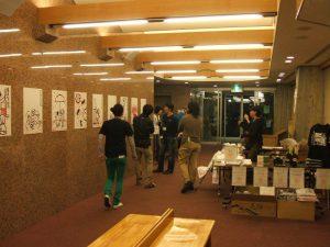 柚木ミサトさんの「あかいつぶつぶの絵」展覧会の様子