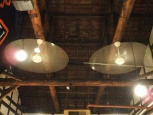 Cafe Dufi 店内・・・ホントはゆっくり回っている扇風機・・・
