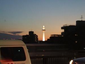 夕映えの京都タワー