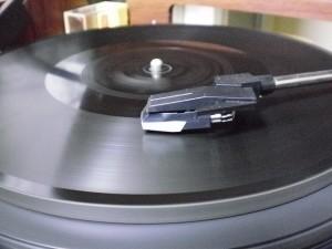 ダイヤモンド・ディスク(Edison Diamond Disc) コロムビア「音聴箱」にて再生中