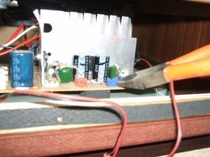 音聴箱 GP-17 スピーカーコネクタ改造中