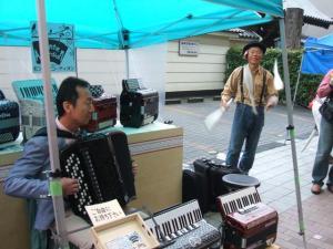 円頓寺商店街 秋のパリ祭2015 monte accordionの前にて・・・